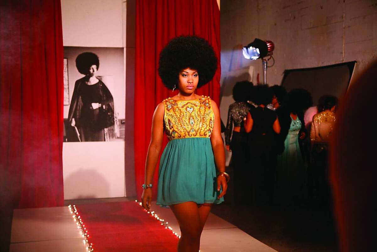Carrie Mae Weems, Afro-Chic (video still), 2010. DVD, 5 minutes, 30 seconds. Courtesy of the artist and Jack Shainman Gallery, New York. © Carrie Mae Weems
