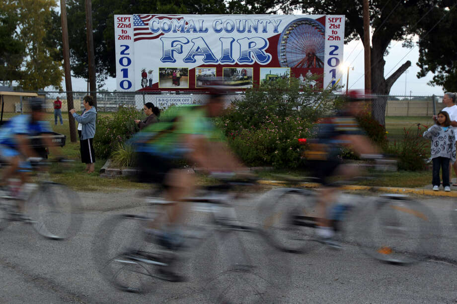 Cyclists in the Bike MS: Valero 2010 Alamo Ride to the River leave the Comal County fairgrounds. This year, the ride takes place Oct. 12 and 13 in San Antonio and New Braunfels. Photo: San Antonio Express-News File Photo