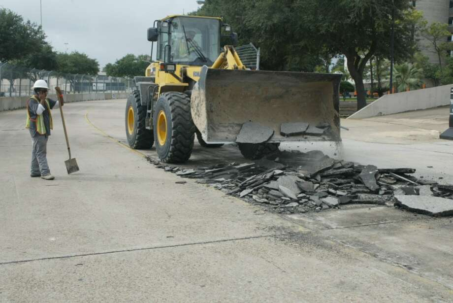 Day 2, Sept. 30 @ 10 a.m. - Turn 5, changing the asphalt Photo: John De Layre
