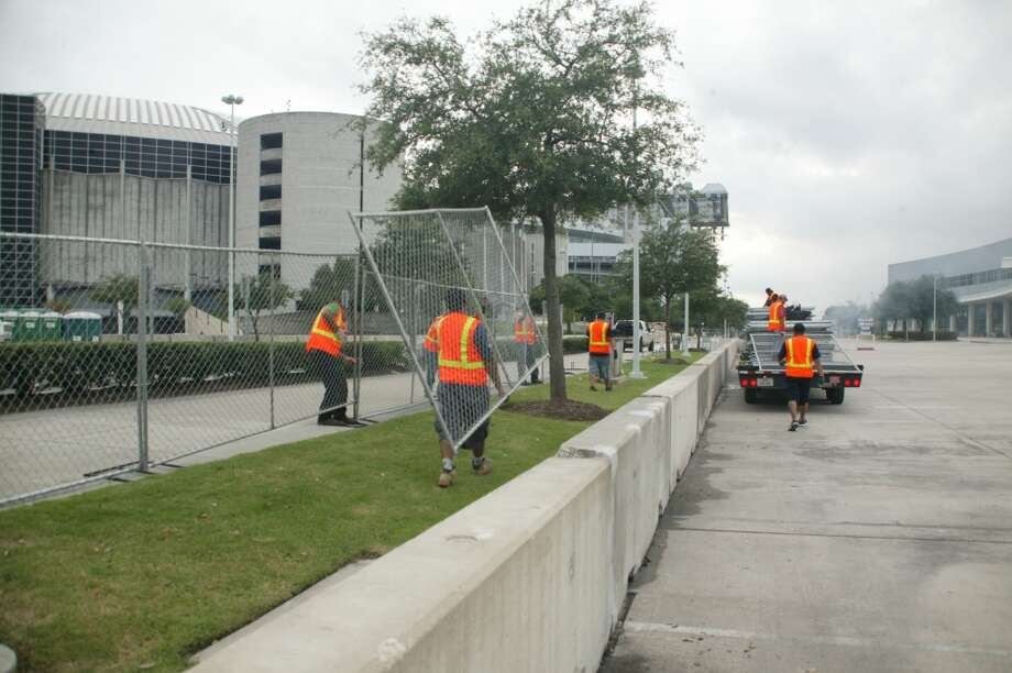 Day 1, Sept. 29 @ 6 p.m. - Public barriers at Turn 3 Photo: John De Layre