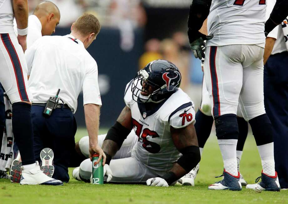 Left tackle Duane Brown, injured against the Titans and forced to miss the Texans' last two games, said he expects to start Sunday night against the 49ers. Photo: Karen Warren, Staff / © 2013 Houston Chronicle