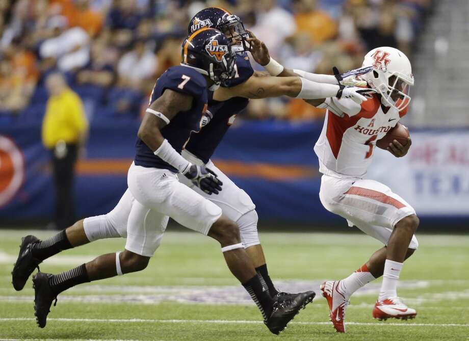 Houston's Greg Ward Jr. (1) is chased by Texas San Antonio defenders Triston Wade (7) and Joseph Lizacano, center, during the first half of an NCAA college football game, Saturday,  Sept. 28, 2013, in San Antonio. (AP Photo/Eric Gay) Photo: Eric Gay, Associated Press