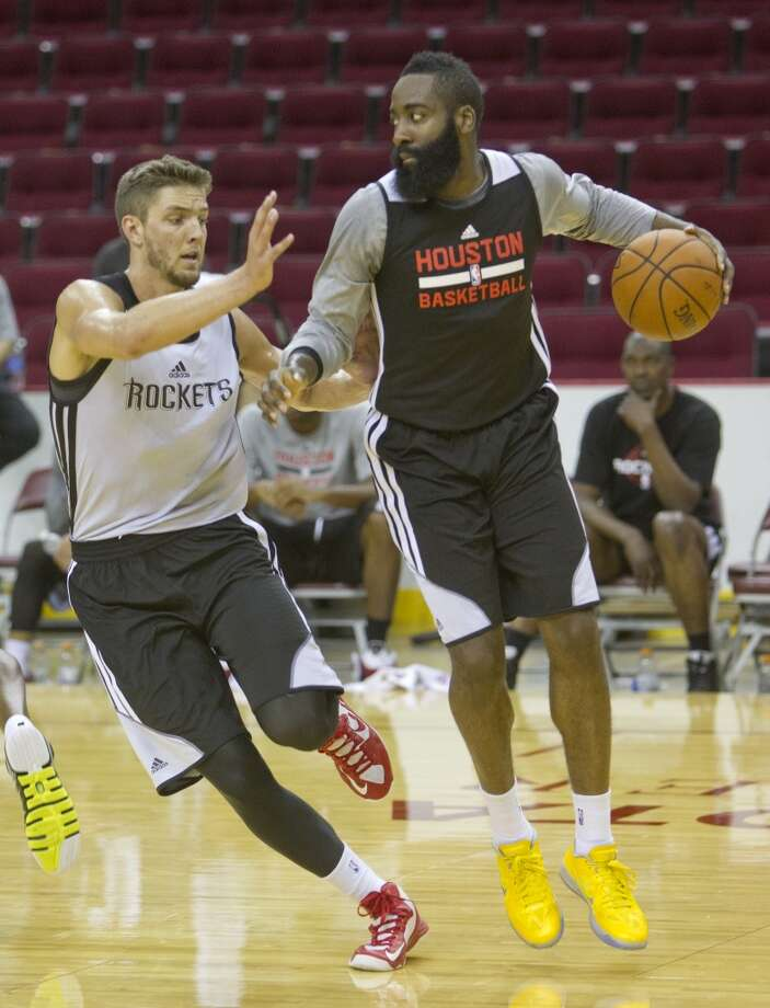 Chandler Parsons, left, guards James Harden during practice. Photo: Cody Duty, Houston Chronicle