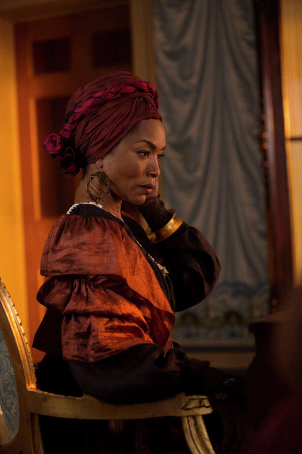 AMERICAN HORROR STORY: COVEN Bitchcraft - Episode 301 (Airs Wednesday, October 9, 10:00 PM e/p) --Pictured: Angela Bassett as Marie Laveau -- CR. Michele K. Short/FX