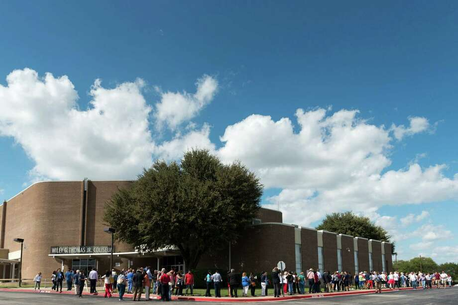 Supporters wait for the doors to open to see Wendy Davis announce her candidacy for Texas governor at Wiley G. Thomas Coliseum in Haltom City on Thursday, October 3, 2013. Photo: Smiley N. Pool, Houston Chronicle / © 2013  Houston Chronicle