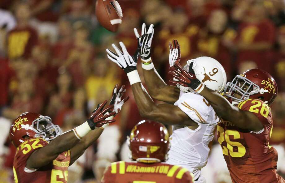 Texas tight end John Harris awaits a Hail Mary pass while surrounded by Iowa State defenders on the final play of the first half. The 44-yard touchdown gave the Longhorns a 17-13 lead. Photo: Charlie Neibergall / Associated Press