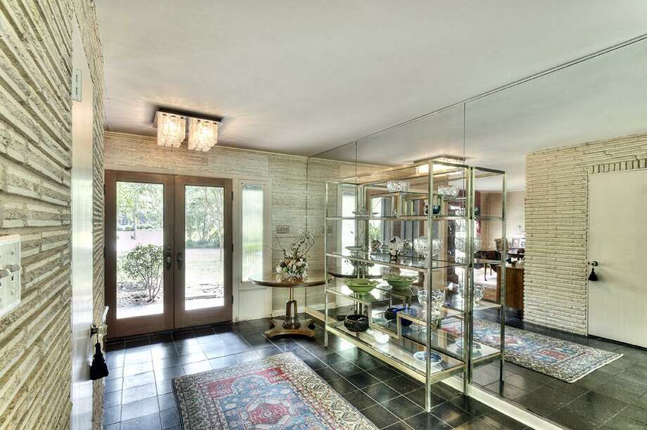 Listing agent:Rebecca AndressSee the listing here.