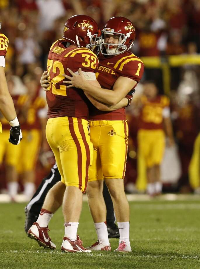 Kicker Cole Netten #1 of the Cyclones celebrates with teammate linebacker Justin Madison #32 after kicking a field goal. Photo: David Purdy, Getty Images