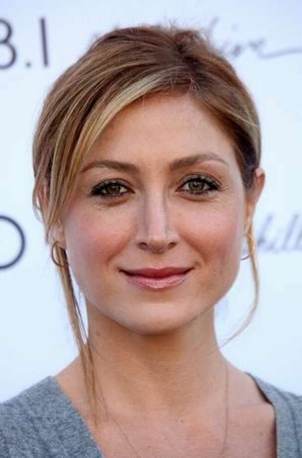 "Before Ziva David, ""NCIS"" had Caitlin Todd, played by Sasha Alexander. She was killed by a terrorist in the season 2 finale in 2005."