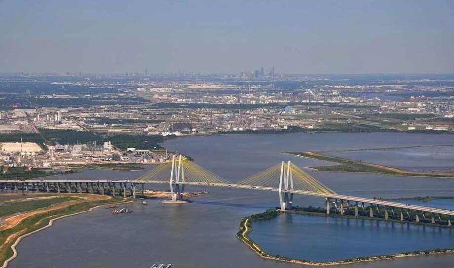 The Fred Hartman Bridge moves traffic across the Houston Ship Channel. Photo: Thomas Colbert
