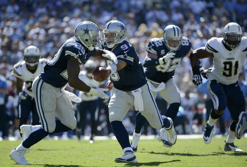 SAN DIEGO, CA - SEPTEMBER 29:  Tony Romo #9 hands off the ball to DeMarco Murray #29 of the Dallas C