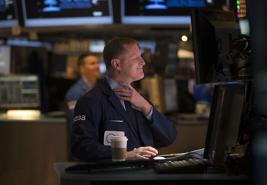 Traders work on the floor of the New York Stock Exchange, with major stock exchanges holding fairly steady for the week amid the political impasse. Photo: Scott Eells, Bloomberg