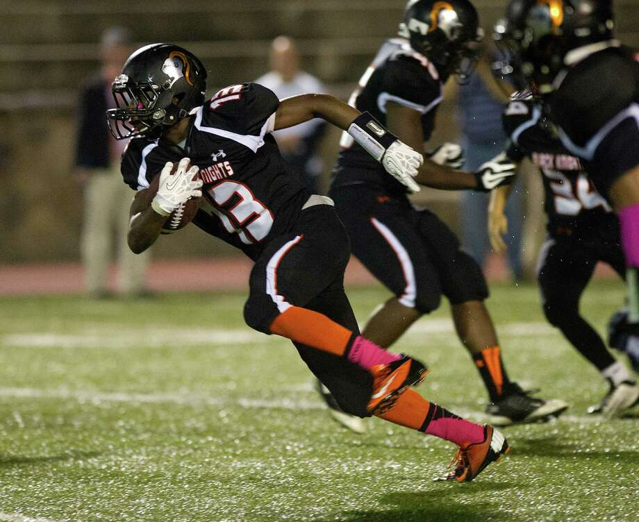 Stamford's Tyree Smith carries the kickoff return to the 4-yard line during Friday's football game in Stamford, Conn., on October 4, 2013. Photo: Lindsay Perry / Stamford Advocate