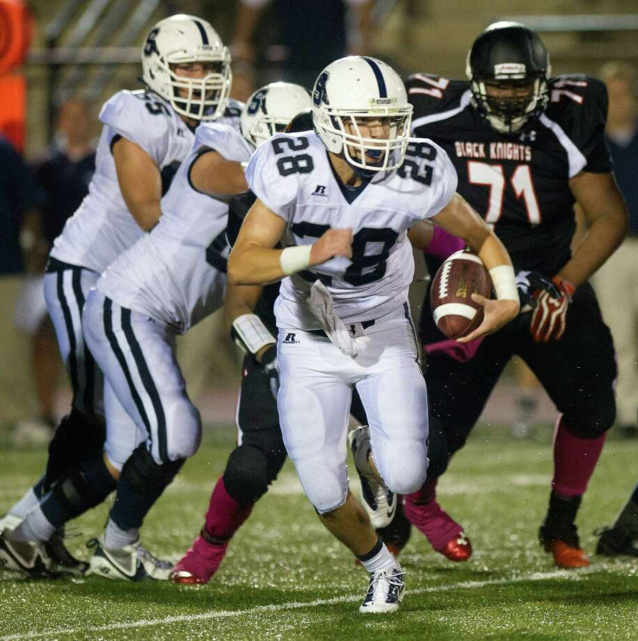 Staples' Jack Greenwald carries the ball during Friday's football game in Stamford, Conn., on October 4, 2013. Photo: Lindsay Perry / Stamford Advocate