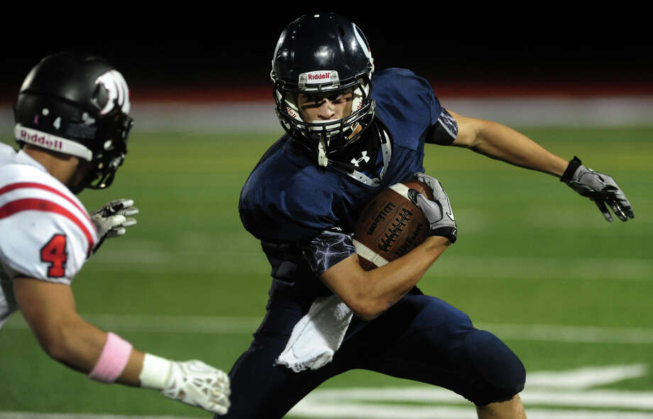 Oxford's Chris Vankamerik tries to dodge Masuk's Michael Dellapiano, left, during high school football action in Oxford, Conn. on Friday October 4, 2013. Photo: Christian Abraham / Connecticut Post