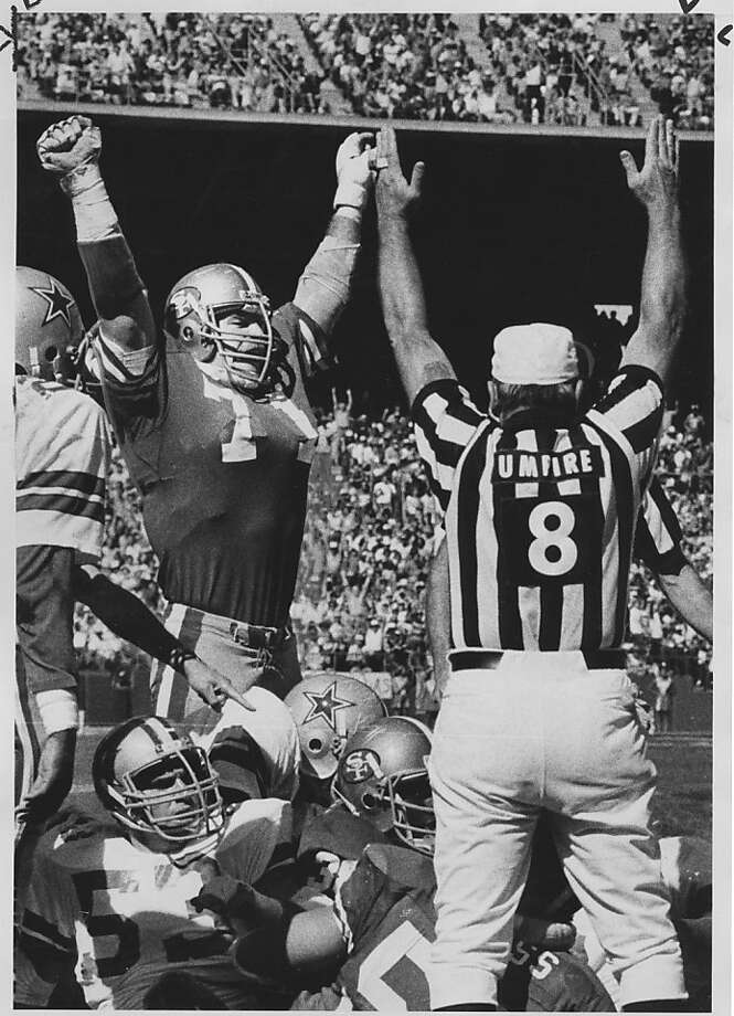 49ers lineman Keith Fahnhorst joins umpire Pat Harder in signaling a touchdown on Joe Montana's 1-yard pass to Freddie Solomon. Photo: Fred Larson