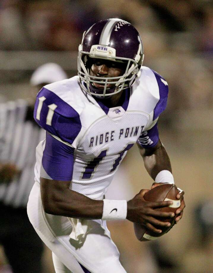 Ridge Point quarterback Troy Alexander rolls out during a high school football game between Ridge Point and Fort Bend Marshall Friday October 4, 2013. (Bob Levey/For The Chronicle) Photo: Bob Levey, Houston Chronicle / ©2013 Bob Levey