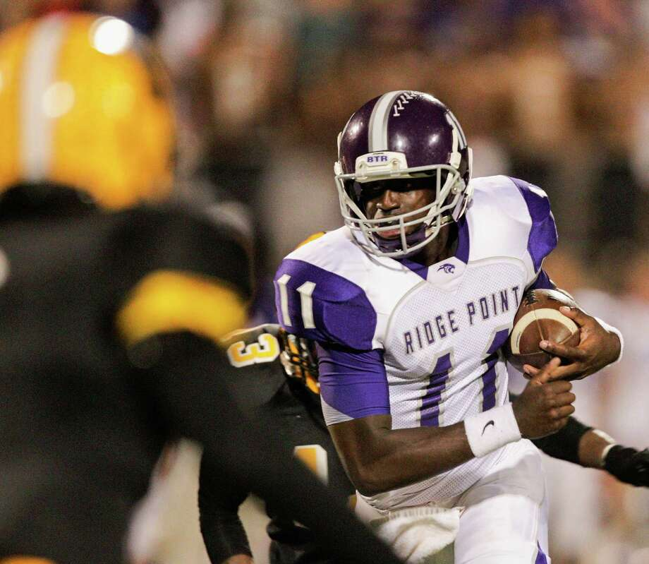 Ridge Point quarterback Troy Alexander rushes against Fort Bend Marshall out during a high school football game between Ridge Point and Fort Bend Marshall Friday October 4, 2013. (Bob Levey/For The Chronicle) Photo: Bob Levey, Houston Chronicle / ©2013 Bob Levey