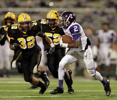 Ridge Point's Deante Ford runs with the ball as he is pursued by Fort Bend Marshall during a high school football game between Ridge Point and Fort Bend Marshall Friday October 4, 2013. (Bob Levey/For The Chronicle) Photo: Bob Levey, Houston Chronicle / ©2013 Bob Levey