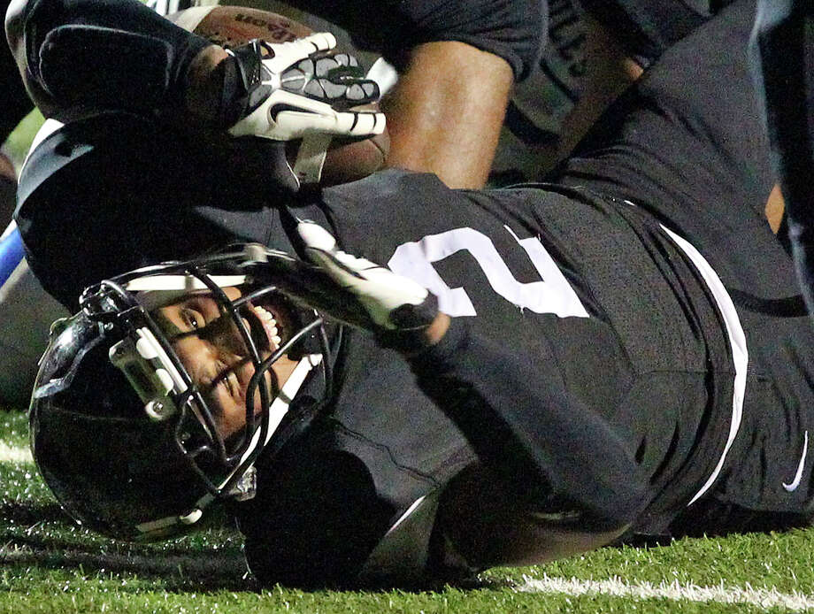 Colton Applewhite tries to get the ball over the goal line in the first half for the Matadors as Seguin hosts Alamo Heights at Matador Stadium on October 4, 2013. Photo: Tom Reel, San Antonio Express-News