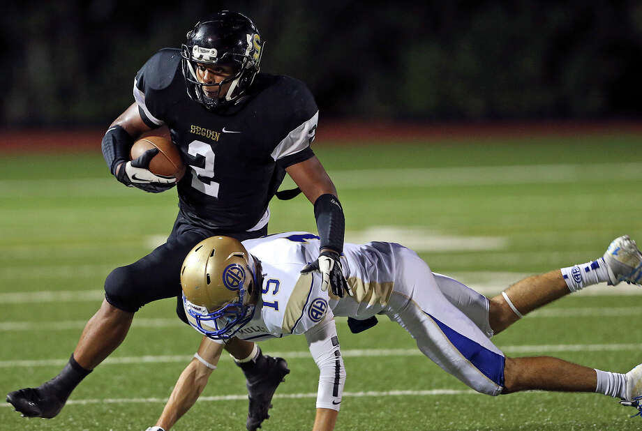 Mule defender Daniel Mays rolls into Colton Applewhite as Seguin hosts Alamo Heights at Matador Stadium on October 4, 2013. Photo: Tom Reel, San Antonio Express-News