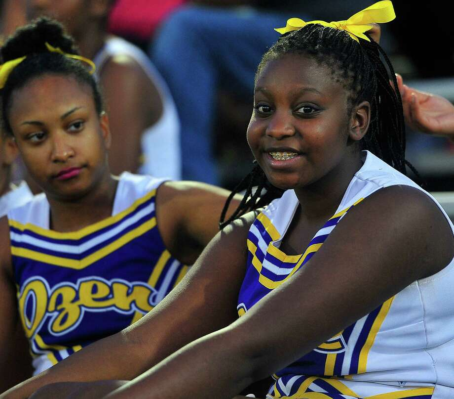 Ozen Panthers's fans prepare for the game against the Vidor Pirates.