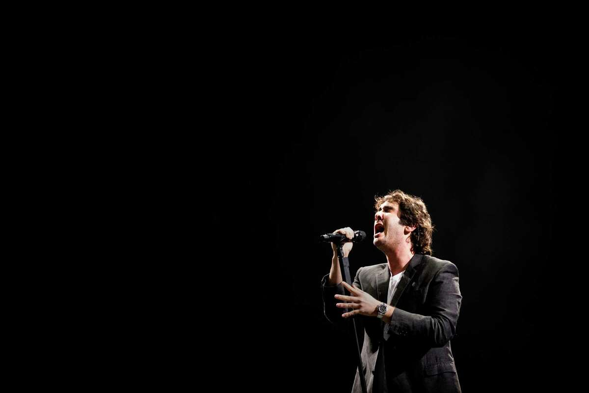 Josh Groban and band perform for thousands during their