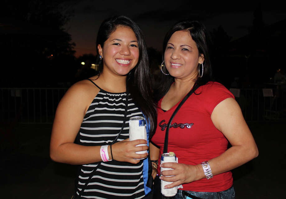 Concert goers listen to music at the Pearl Brewery during Echale! on Friday, Oct. 4, 2013. Photo: Yvonne Zamora / MySA.com
