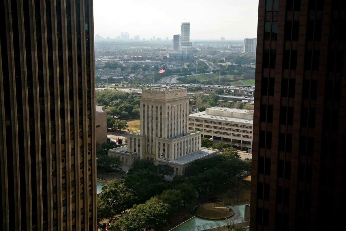 Here are statistics for the city of Houston. Total households: 780,364 Population age 25 and up: 1.38 million Percent of residents who graduated high school: 75.8 percent Percent of residents who achieved a bachelor's degree or higher: 29.7 percent Number of veterans: 84,692 Unemployment: 9.7 percent Percentage of families below the poverty level: 20.2 Source:US Census