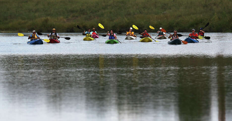 Paddle the Mission Reach section of the river. Photo: Kin Man Hui, San Antonio Express-News / ©2013 San Antonio Express-News