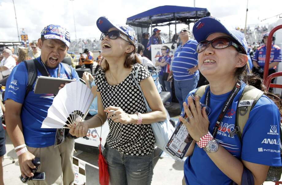 Takuma Soto's family celebrates his win. Photo: Melissa Phillip, Houston Chronicle