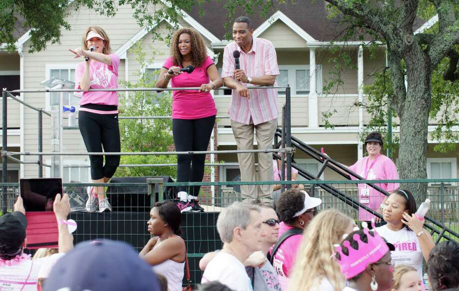 Melissa Wilson, Deborah Duncan, and Khambrel Marshall point out different teams and signs they see during the Susan G. Komen Race For the Cure. Photo: Jamaal Ellis, For The Chronicle / ©2013 Houston Chronicle