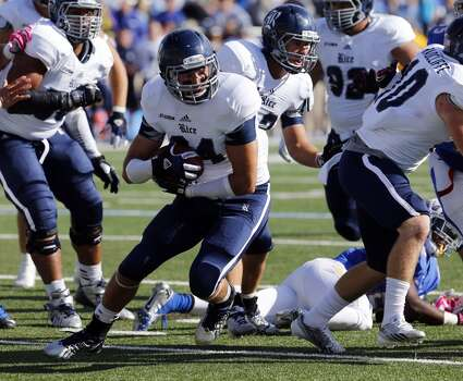 Rice's Paul Porras, center, recovers a fumble during the first half of an NCAA college football game against Tulsa, Oct. 5, 2013, at Chapman Stadium in Tulsa, Okla. (AP Photo/Tulsa World, Tom Gilbert) Photo: Tom Gilbert, Associated Press