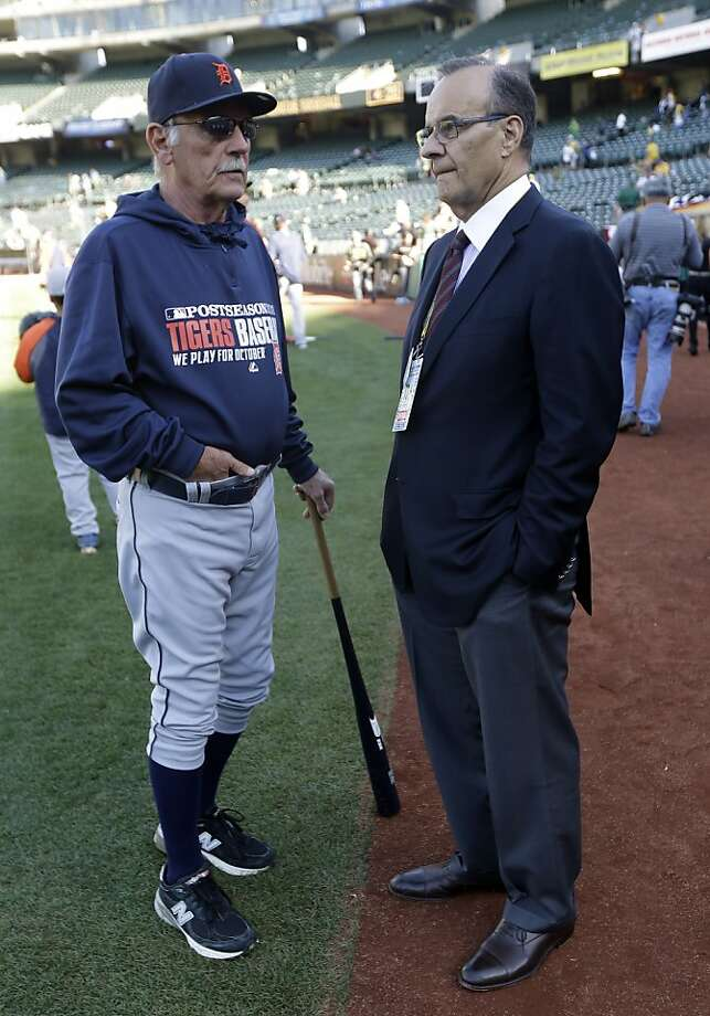Tigers manager Jim Leyland (left) and MLB executive Joe Torre chat before Game 2. Photo: Marcio Jose Sanchez, Associated Press