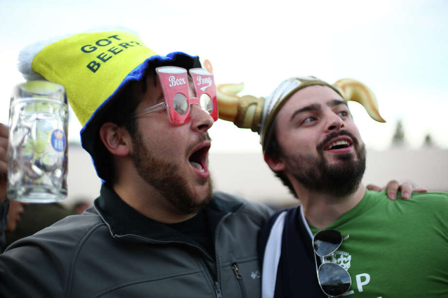Matt Utesch and Kevin Torres have fun. Photo: JOSHUA TRUJILLO, SEATTLEPI.COM / SEATTLEPI.COM