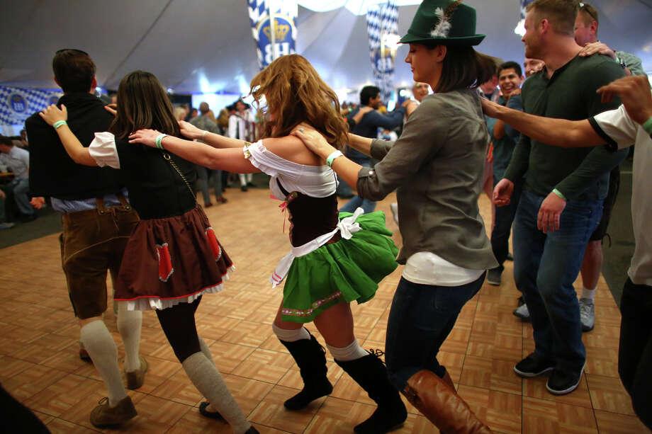 People dance to the band S-Bahn. Photo: JOSHUA TRUJILLO, SEATTLEPI.COM / SEATTLEPI.COM