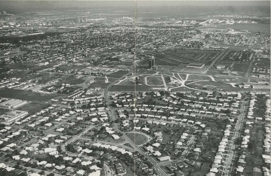 Looking north over Pasadena toward Southmore and Pasadena/Tatar Boulevard. May 1964. Photo: Sam C. Pierson Jr., Houston Chronicle