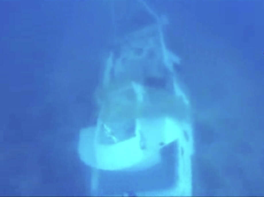 In this image made from video provided by Italian Firefighters, a boat lies underwater, Friday, Oct. 4, 2013, that was transporting hundreds of migrants before catching fire and sinking off the Sicilian island of Lampedusa, Italy, on Thursday. Photo: AP