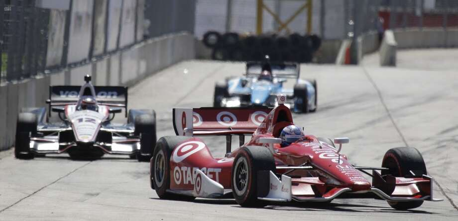 Scott Dixon leads Will Power early in the second race. Photo: Melissa Phillip, Houston Chronicle