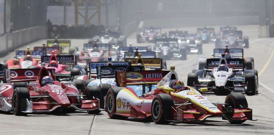 Helio Castroneves leads early in the second race. Photo: Melissa Phillip, Houston Chronicle