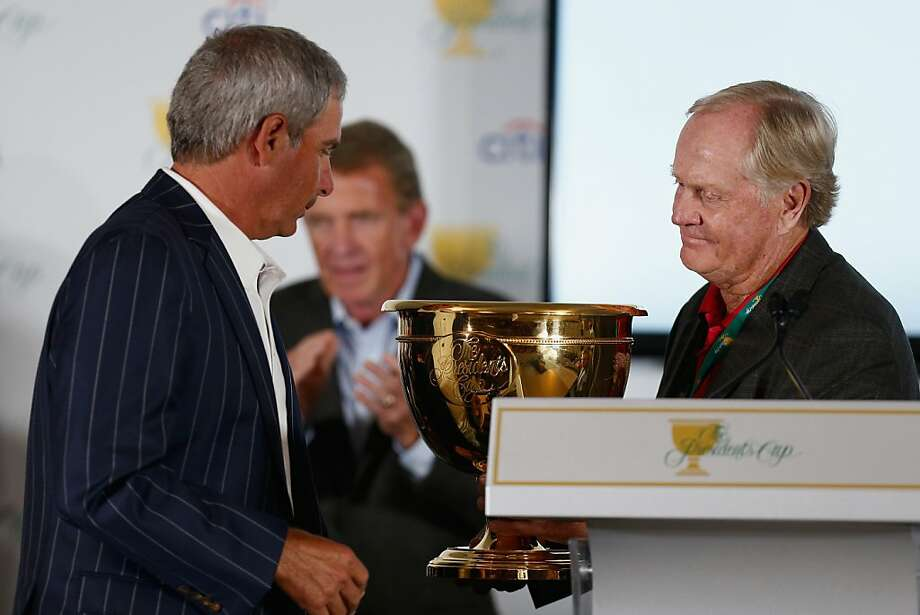 Jack Nicklaus (right) hands over the hardware to U.S. captain Fred Couples as the Americans retained the Presidents Cup. Photo: Gregory Shamus, Getty Images