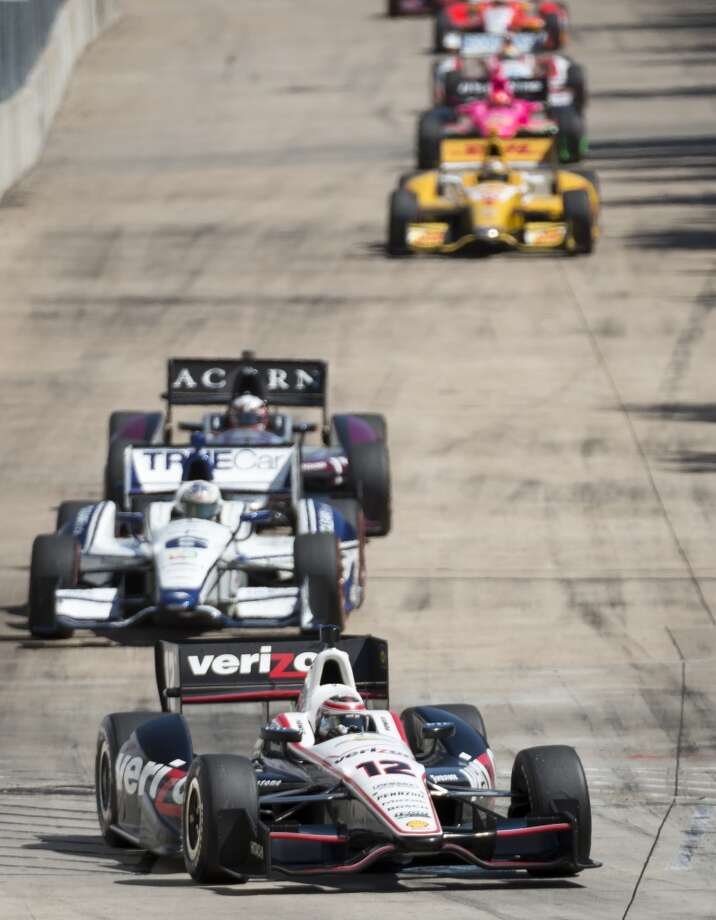 Will Power leads the field through a turn. Photo: Smiley N. Pool, Houston Chronicle