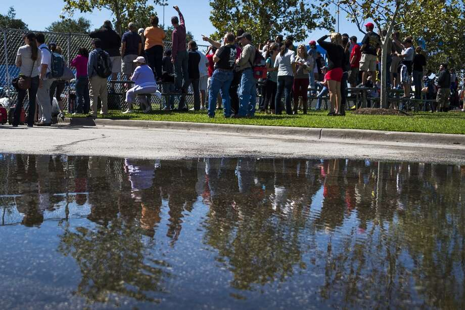 Fans enjoy clear skies after a morning rain. Photo: Smiley N. Pool, Houston Chronicle