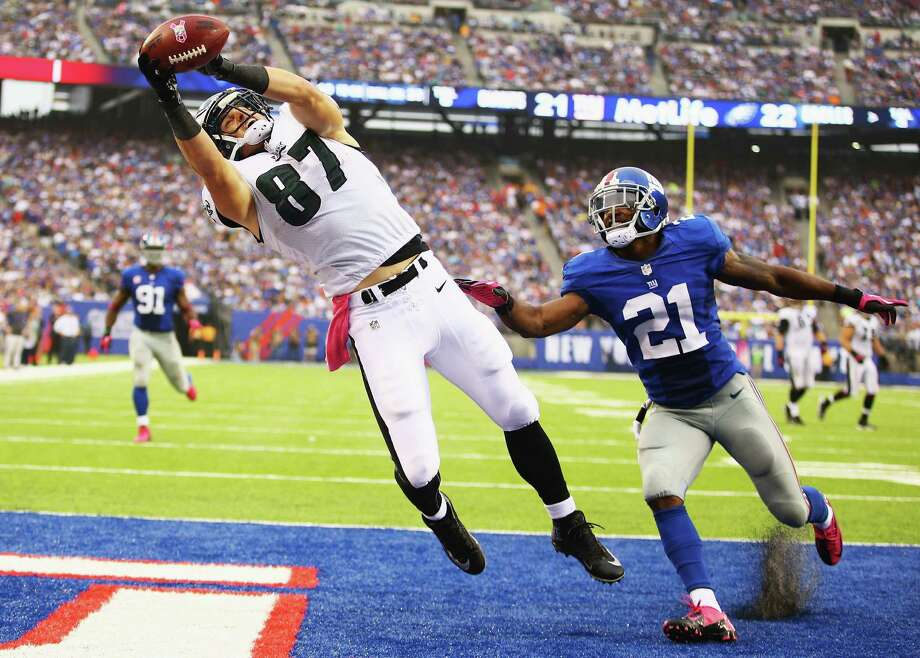 EAST RUTHERFORD, NJ - OCTOBER 06:  Brent Celek #87 of the Philadelphia Eagles catches the go ahead touchdown against  Ryan Mundy #21 of the New York Giants in the fouth Quarter  during their game at MetLife Stadium on October 6, 2013 in East Rutherford, New Jersey.  (Photo by Al Bello/Getty Images) ORG XMIT: 175889719 Photo: Al Bello / 2013 Getty Images