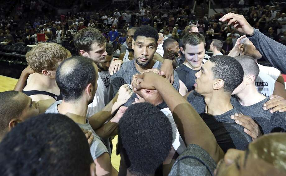 Spurs' Tim Duncan (center) huddles with teammates after an open scrimmage held Sunday Oct. 6 2013 at the AT&T Center. Photo: San Antonio Express-News