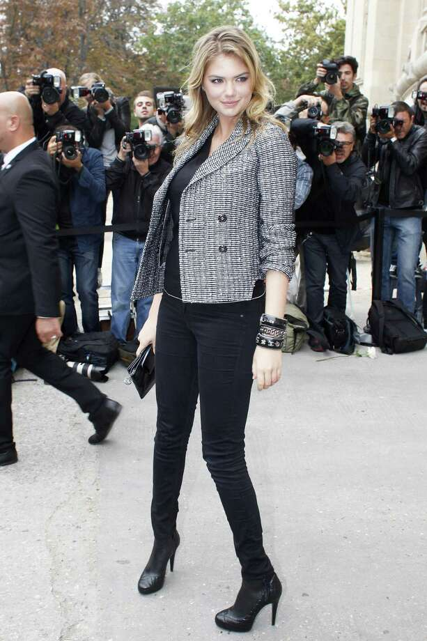 Kate Upton leaves after attending the presentation of Chanel's ready-to-wear Spring/Summer 2014 fashion collection, Tuesday, Oct. 1, 2013 in Paris. Photo: AP