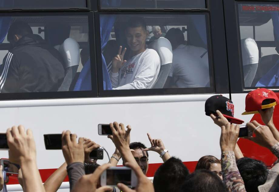 Jeremy Lin waves to fans upon arrival Monday at the Ninoy Aquino International Airport at suburban Pasay city south of Manila, Philippines. Photo: Bullit Marquez, Associated Press