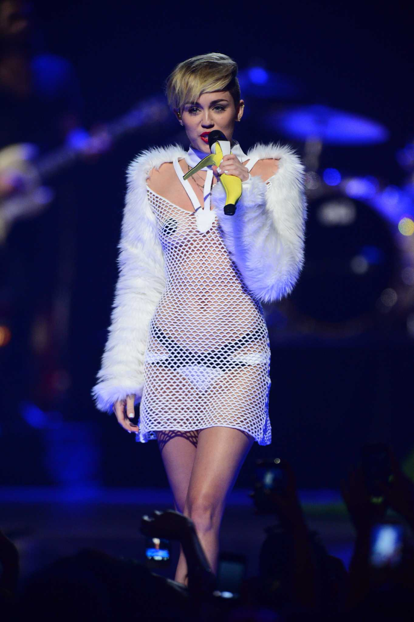 miley cyrus having sex video Dec 2015  From the early days of her pop music career, singer Miley Cyrus has served
