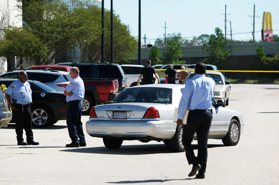 Police are investigating a shooting about 10:30 a.m. Monday during an armored car robbery along U.S. 59 near FM 1960 in Humble. Photo: Johnny Hanson, Houston Chronicle