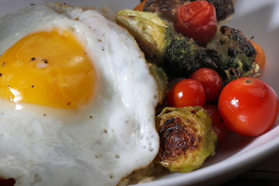 Rice Bowl With Roasted Brussels Sprouts, Broccoli, Tomatoes & Egg Photo: Liz Hafalia, The Chronicle